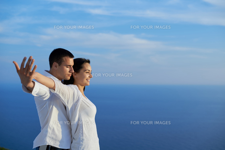 happy young romantic couple have fun and  relax at homeの写真素材 [FYI00762689]