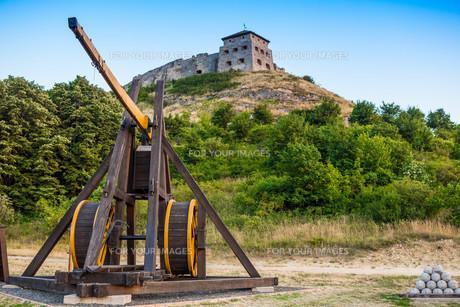 Wooden medieval catapultの写真素材 [FYI00762753]