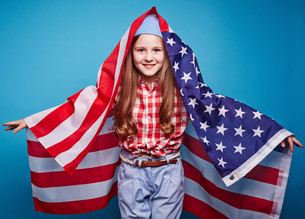 Girl with flagの写真素材 [FYI00762844]