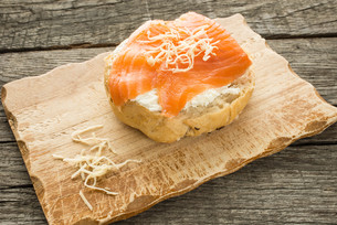bun with cheese,salmon and horseradishの写真素材 [FYI00762896]
