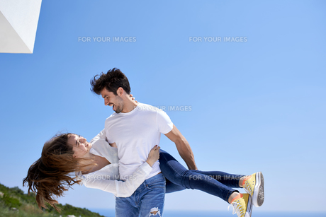 happy young romantic couple have fun and  relax at homeの写真素材 [FYI00762985]