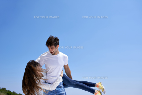 happy young romantic couple have fun and  relax at homeの写真素材 [FYI00762990]