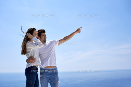happy young romantic couple have fun and  relax at homeの写真素材 [FYI00762991]