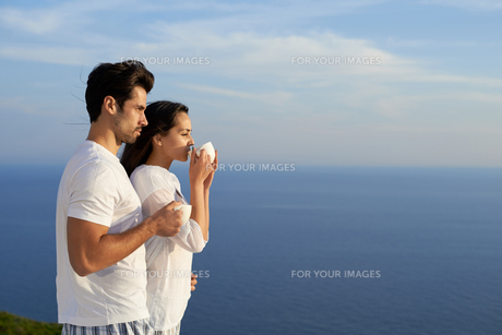 happy young romantic couple have fun and  relax at homeの写真素材 [FYI00763003]