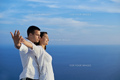 happy young romantic couple have fun and  relax at homeの写真素材 [FYI00763006]