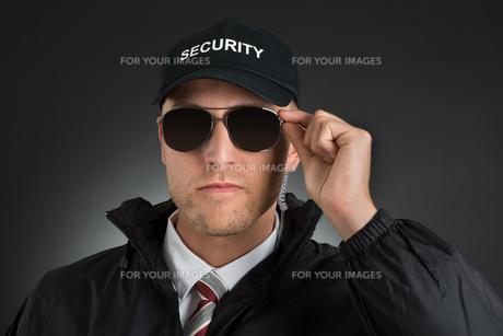 Security Guard Wearing Sun Glassesの写真素材 [FYI00763029]