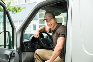 Delivery Man Driving Vanの写真素材 [FYI00763252]