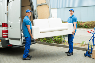 Workers Putting Furniture And Boxes In Truckの写真素材 [FYI00763262]
