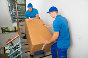 Two Movers With Box On Staircaseの写真素材 [FYI00763269]