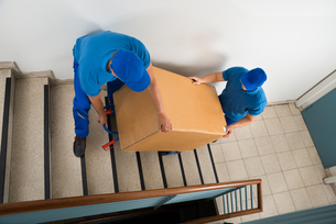 Two Movers With Box On Staircaseの写真素材 [FYI00763274]