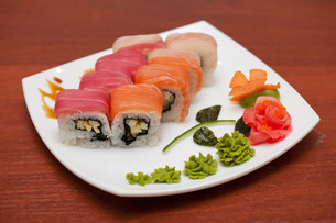 Roll with cream cheese and salmonの写真素材 [FYI00763322]