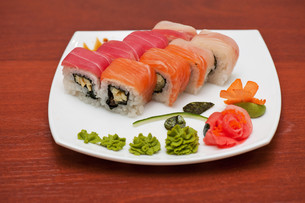 Roll with cream cheese and salmonの写真素材 [FYI00763323]