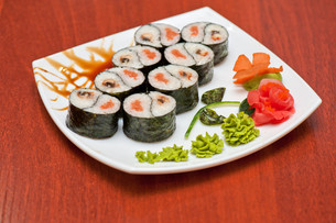 Roll with smoked eel and salmonの写真素材 [FYI00763324]