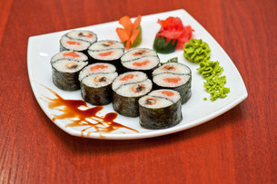 Roll with smoked eel and salmonの写真素材 [FYI00763335]