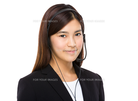 Female customer services representative with headsetの写真素材 [FYI00763516]