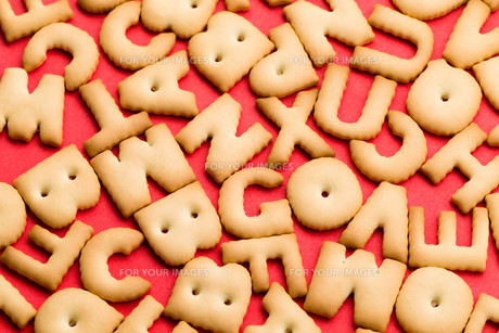 Word biscuit over red backgroundの写真素材 [FYI00763652]