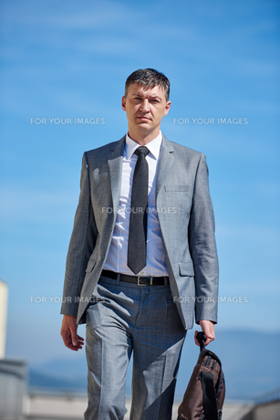 senior  businessman outdoorsの写真素材 [FYI00764020]