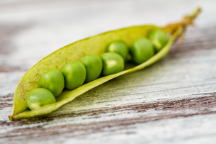 Fresh Green Peasの写真素材 [FYI00764158]