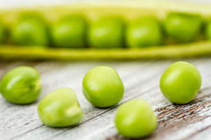 Fresh Green Peas and Podsの写真素材 [FYI00764180]