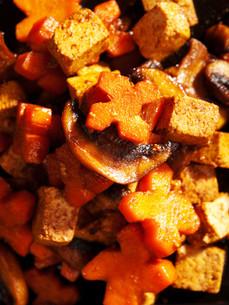 Thai tofu with carrots and mushrooms,Thai tofu with carrots and mushrooms,Thai tofu with carrots and mushrooms,Thai tofu with carrots and mushroomsの写真素材 [FYI00764184]