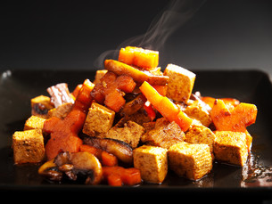 Thai tofu with carrots and mushrooms,Thai tofu with carrots and mushrooms,Thai tofu with carrots and mushrooms,Thai tofu with carrots and mushroomsの写真素材 [FYI00764187]