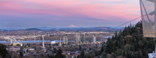 Portland South Waterfront at Sunset Panoramaの写真素材 [FYI00764235]