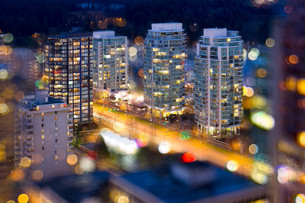 Vancouver BC City Lights During Blue Hourの写真素材 [FYI00764238]