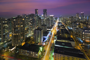 Vancouver BC Cityscape at Night Aerialの写真素材 [FYI00764239]