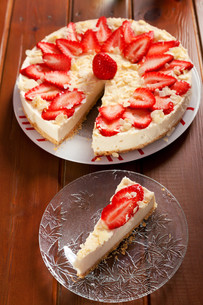 Cheesecake with strawberries,Cheesecake with strawberries,Cheesecake with strawberries,Cheesecake with strawberriesの写真素材 [FYI00764417]