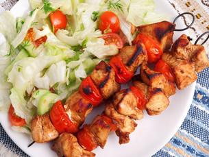 Pork skewers with salad,Pork skewers with salad,Pork skewers with salad,Pork skewers with saladの写真素材 [FYI00764424]