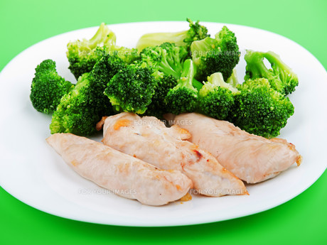 Chicken breasts with broccoli,Chicken breasts with broccoliの素材 [FYI00764491]
