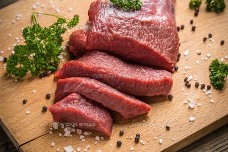 Raw beefの写真素材 [FYI00764579]