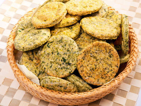Homemade biscuits with spinach,Homemade biscuits with spinach,Homemade biscuits with spinach,Homemade biscuits with spinachの写真素材 [FYI00764855]