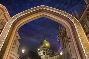 Sultan Mosque Gateway Blue Hourの素材 [FYI00764932]