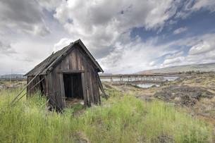 Old Abandoned Native American Fishing Shackの写真素材 [FYI00764945]