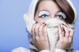 winter fashion woman warm clothing creative makeupの写真素材 [FYI00765078]
