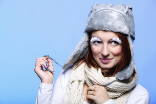 winter fashion woman warm clothing creative makeupの写真素材 [FYI00765374]