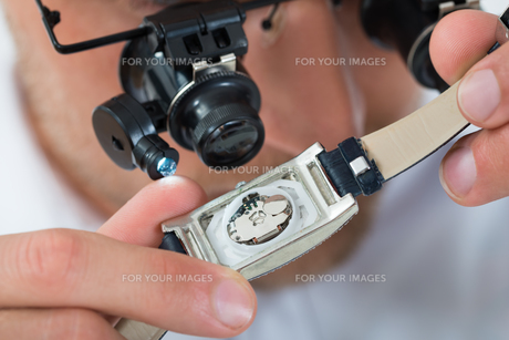 Man Looking Wrist Watch With Loupeの写真素材 [FYI00765570]