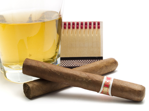 Cigars and whiskey,Cigars and whiskey,Cigars and whiskey,Cigars and whiskeyの写真素材 [FYI00765732]