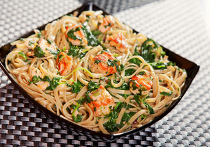 Pasta Collection - Fettuccine with salmon and spinachの写真素材 [FYI00765745]
