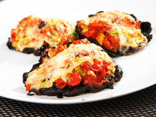 Stuffed portobello mushrooms with tomatoes,Stuffed portobello mushrooms with tomatoes,Stuffed portobello mushrooms with tomatoes,Stuffed portobello mushrooms with tomatoesの写真素材 [FYI00765901]