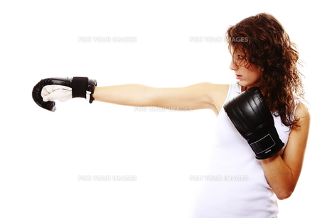 fit woman boxing - isolated over whiteの写真素材 [FYI00765922]
