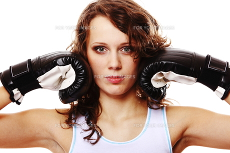 fit woman boxing - isolated over whiteの写真素材 [FYI00765926]