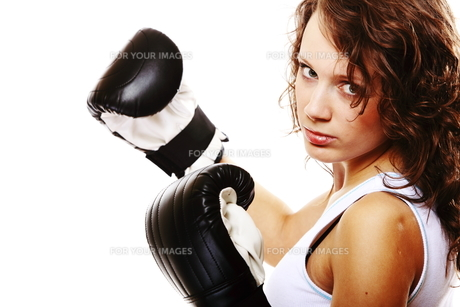 fit woman boxing - isolated over whiteの写真素材 [FYI00765933]