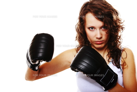 fit woman boxing - isolated over whiteの写真素材 [FYI00765939]
