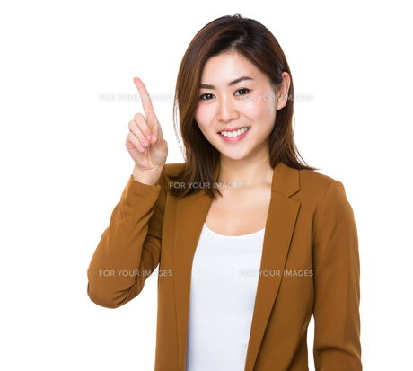 Asian young businesswoman showing finger upの素材 [FYI00765986]
