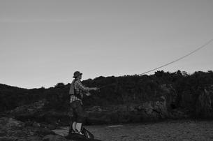 和歌山県白浜地磯の釣り人の写真素材 [FYI00766722]