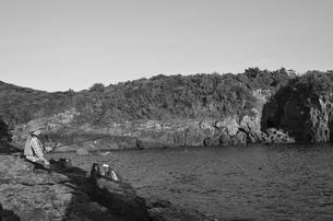 和歌山県白浜地磯の釣り人の写真素材 [FYI00766724]