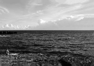 和歌山県白浜地磯の釣り人の写真素材 [FYI00766728]