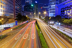 busy traffic nightの写真素材 [FYI00767286]